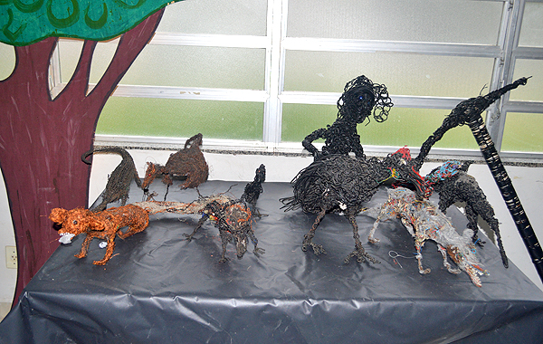 Lona Cultural Renato Russo expoe obras de arte feitas com material de lixo