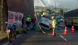 Veículo cai do viaduto que liga a Ilha do Governador à Avenida Brasil