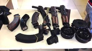 Operacao policial no Dende resulta em tres detidos e apreensao de drogas, fuzis e granadas
