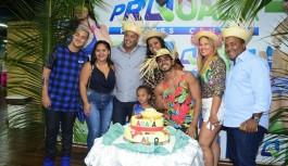 Naldo Ilha comemora aniversário com 'arraiá' dentro de academia