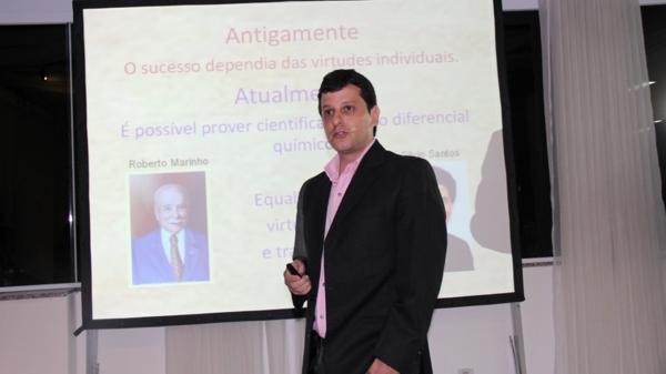 'Metabolismo e Medicina do Esporte' é o tema da palestra do médico Claudio Ambrósio na academia CrossFit Ilha