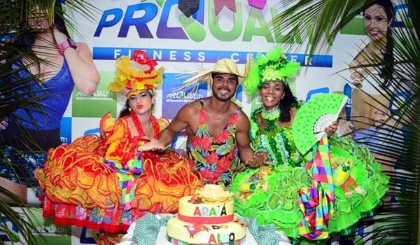 Naldo Ilha comemora aniversario com arraia dentro de academia