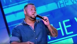 Jonnata Lima, cantor da Ilha do Governador, conquista técnicos do 'The Voice'