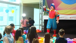 No mês das crianças, Ilha Plaza recebe Circo com presença do Topetão