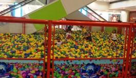 Piscina de Bolinhas Gigante invade o Ilha Plaza Shopping