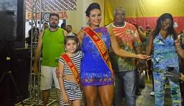 Bloco 'Quem Me Viu Mentiu' coroou rainhas e apresentou casal de mestre-sala e porta-bandeira