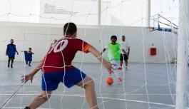 Colônia de férias da Vila Olímpica envolve crianças e adolescentes na prática esportiva