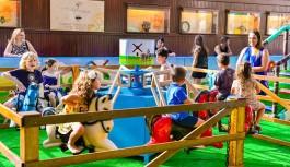 Fazenda é tema de parque infantil no Ilha Plaza