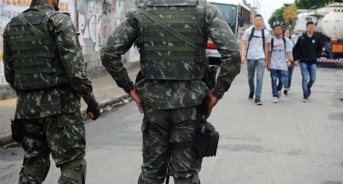 Governo autoriza uso das Forcas Armadas para reforcar seguranca no Rio de Janeiro