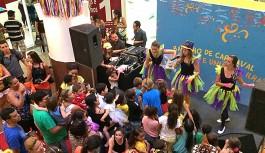 Oficinas, recreação e Bateria da União da Ilha animam o Bailinho de Carnaval do Ilha Plaza