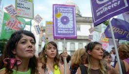 Marcha pede no Rio fim da violência contra a mulher