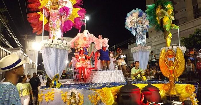 Nacao Insulana homenageou Tia Surica da Portela em seu desfile