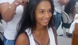 Rainha do Império Serrano cruza cidade para cuidar das madeixas na Ilha do Governador
