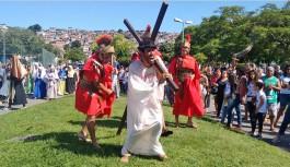 Aterro do Cocotá recebeu ótima encenação da Via Sacra