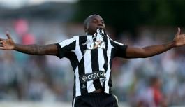 Sassá comemora artilharia no Botafogo e convoca torcida para jogo da Copa do Brasil