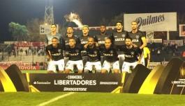 Botafogo perde para o Estudiantes, mas avança como primeiro colocado
