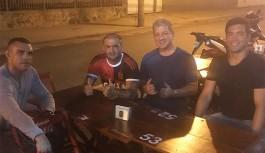 Vitor Belfort, Lyoto Machida e Bruce Buffer curtiram a noite da Praia da Bica