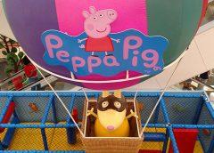 Personagens Peppa Pig e George encontram a criançada no Ilha Plaza